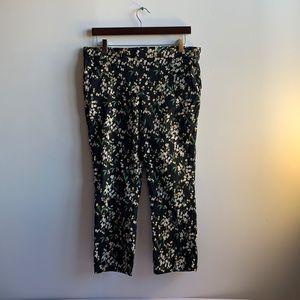 Black Floral Capri Pants L/G